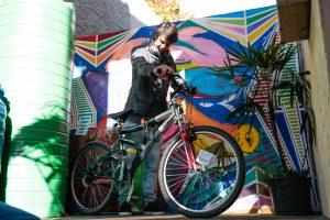 Lorenço é um dos jovens responsáveis pela criação e manutenção do weBike. (Foto: Sergio Trentini/WRI Brasil Cidades Sustentáveis)