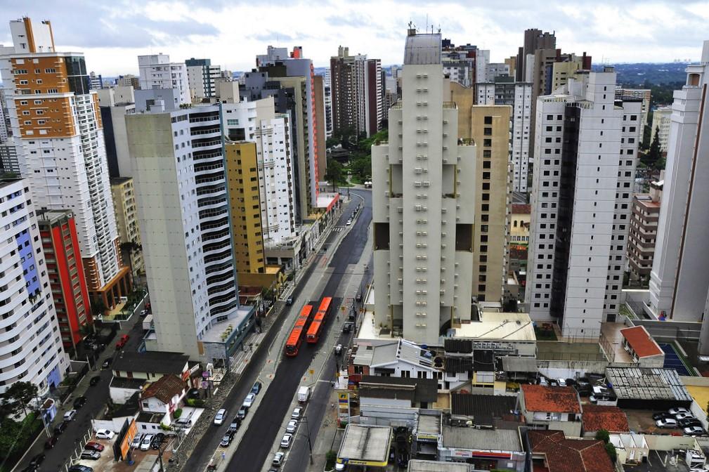 Corredores de transporte coletivo inseridos em uma rede integrada tem o potencial de xxx o desenvolvimento das cidades como um todo (Foto: Mariana Gil/WRI Brasil Cidades Sustentáveis)