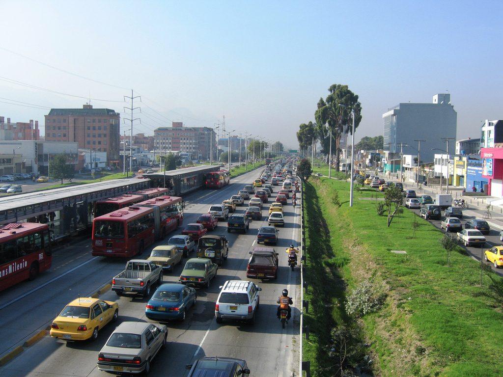 Congestionamento em rodovia de Bogotá, na Colômbia. (Foto: WRI/Embarq/Flickr)