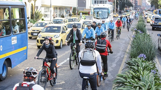 O prefeitor Henrique Peñalosa no Dia sem Carro, em Bogotá (foto: Prefeitura de Bogotá)
