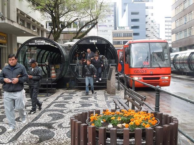 BRT de Curitiba (Foto: whl.travel / Flickr)