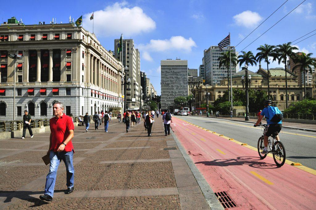 Calçadas mais largas e ciclovias são algumas medidas que visam melhorar a mobilidade de São Paulo. (Foto: Mariana Gil/WRI Brasil Cidades Sustentáveis)