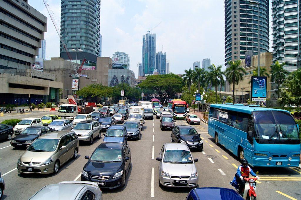 Planejamento urbano eficiente pode contribuir para a redução da demanda de energia nos transportes. (Foto: Uwe Schwarzbach/Flickr)