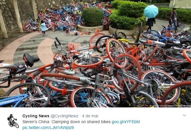 Bikes abandonadas pelas ruas chinesas (Foto: reprodução/Twitter)