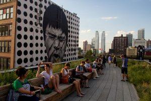 Em Nova York, antiga ferrovia foi revitalizada e transformada em parque urbano. (Foto: Mike Peel/Wikimedia Commons)