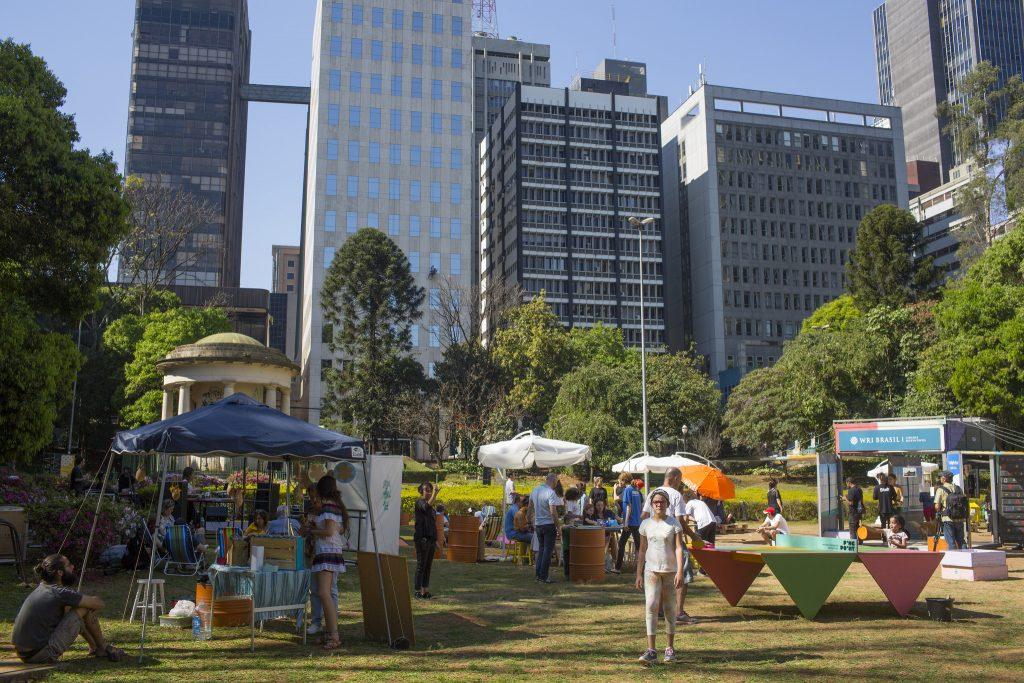 Cidades vivas convidam pessoas a aproveitarem seus espaços. (Foto: Victor Moriyama)