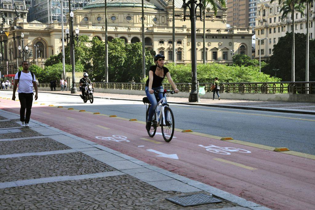 Ciclovias de São Paulo ganham sinalizações para incentivar o pedalar. (Foto: Mariana Gil/WRI Brasil)