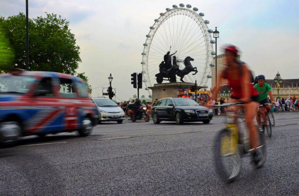 Trânsito em Londres (Foto: DncnH/Flickr)