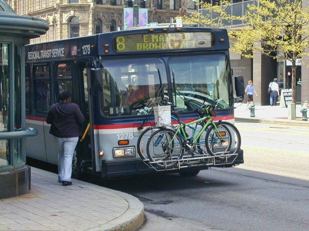 Bike rack é usado no sistema de transporte de Nova York. (Foto: Robert Torzynski / Flickr)