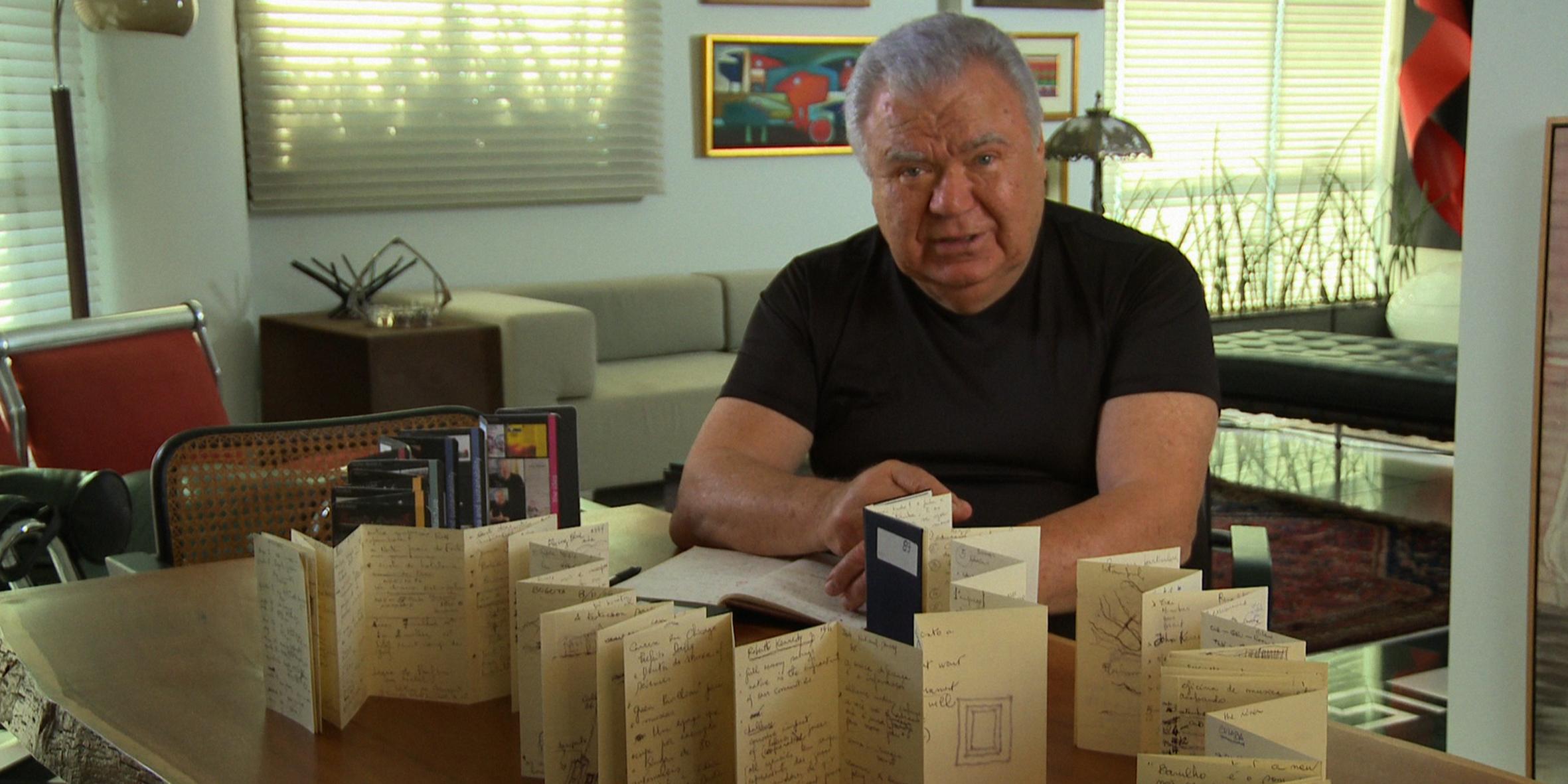 No filme, Lerner afirma já ter 113 Moleskines. (Foto: Divulgação/Pandora Filmes)