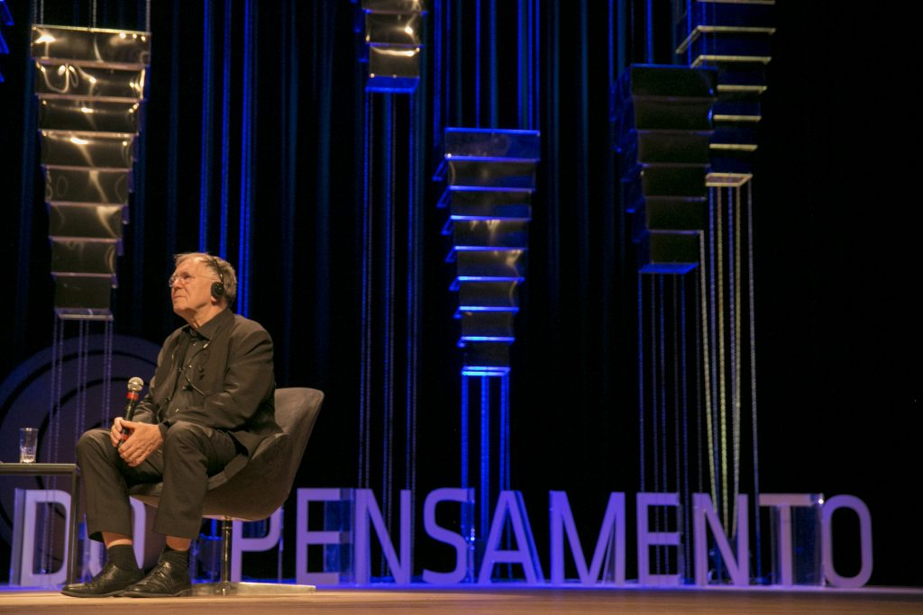Jan Gehl durante a palestra no Fronteiras do Pensamento (Foto: Bruno Felin/WRI Brasil Cidades Sustentáveis)