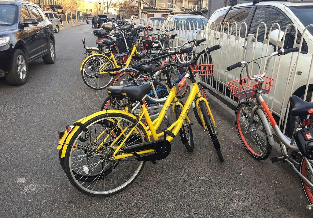 Bicicletas compartilhadas estão por todos os lugares nas cidades chinesas (foto: Wikimedia Commons)