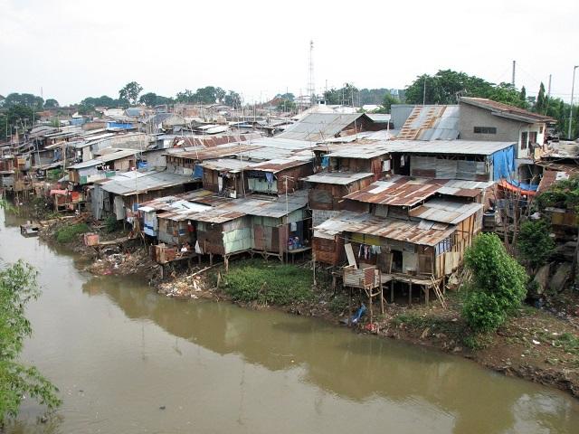 Comunidade ribeirinha de Manggarai, Jacarta. (Foto: Mario Wilhelm)