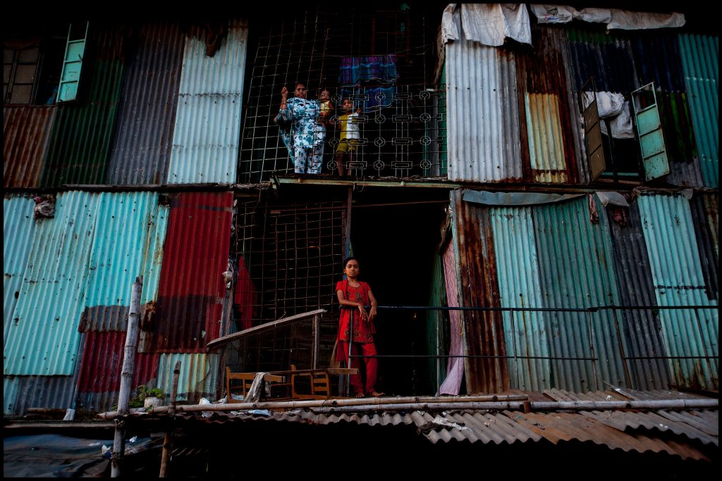 Moradias informais em Dhaka, Bangladesh (foto: Zoriah/Flickr)