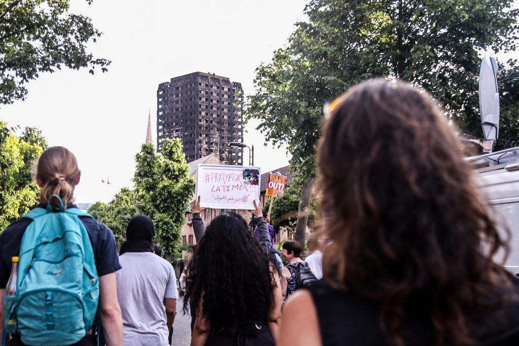 A tragédia da Grenfell Tower trouxe à luz o desafio global da desigualdade urbana e da habitação acessível (foto de Wasi Daniju / Flickr)