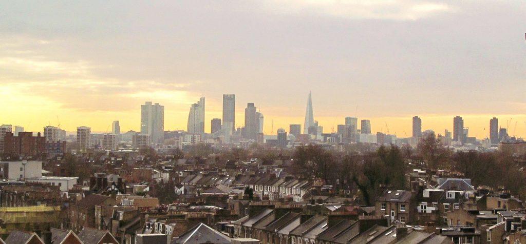 Plano trata da questão global da habitação na cidade, não se focando apenas na questão social. (Foto: David Holt/Flickr-cc)