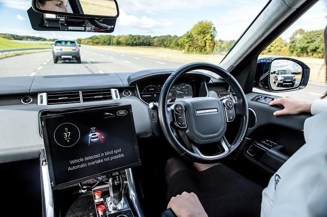 Veículos autônomos já perambulam por ruas de diversas cidades grandes. (Foto: Jaguar MENA/ Flickr)